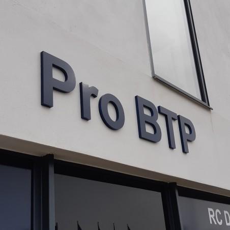 Pro BTP Enseigne PVC épaisseur 19 mm teinté sur face avant et chants