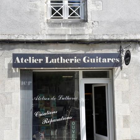 Atelier Luterie Guitares en dibond lettres découpées en pochoir
