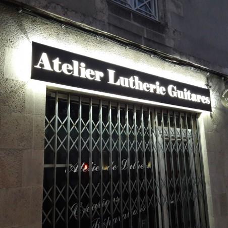 Atelier Luterie Guitares en dibond lettres découpées en pochoir lumineuse rétroéclairé à LED