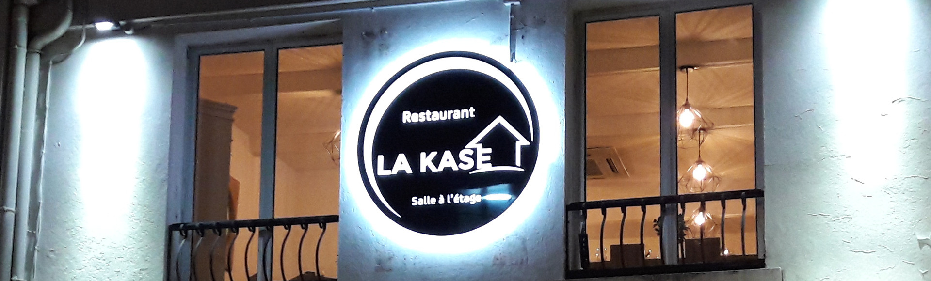 Enseigne Lettrage pochoir lumineuse rétroéclairage LED Didond La Kase restaurant